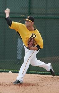 Hunter Strickland throwing a bullpen.